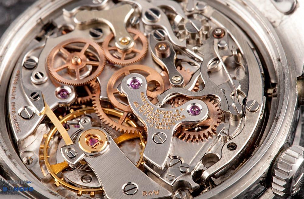 Những chân kính hồng giúp bộ máy đồng hồ hoạt động trở nên trôi chảy ổn định